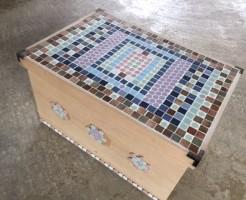 タイルと木箱を使ったリサイクルテーブル