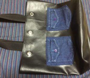 黒の小さめトートバッグ