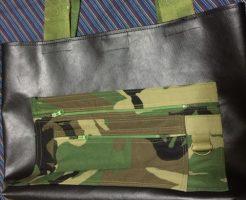 黒の合皮布とカムフラージュトートバッグ